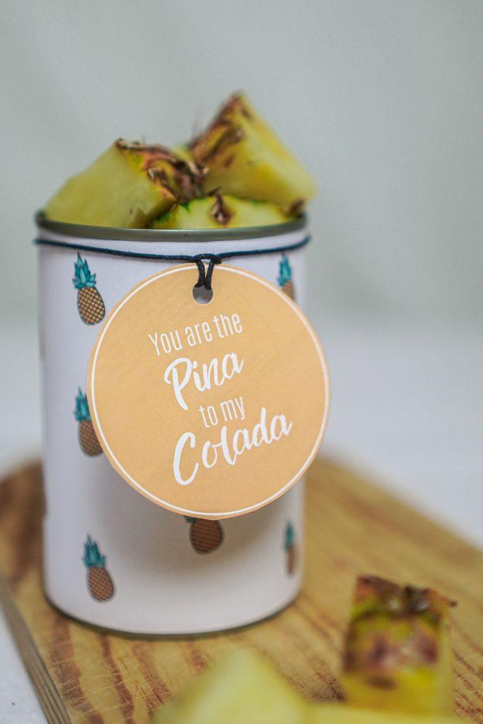 Konservendose zu Geschenkdose upgecycelt mit Geschenkanhänger und Ananas