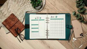 Filofax mit Kalendereinlagen zu erfolgreichen Monatsplanung.